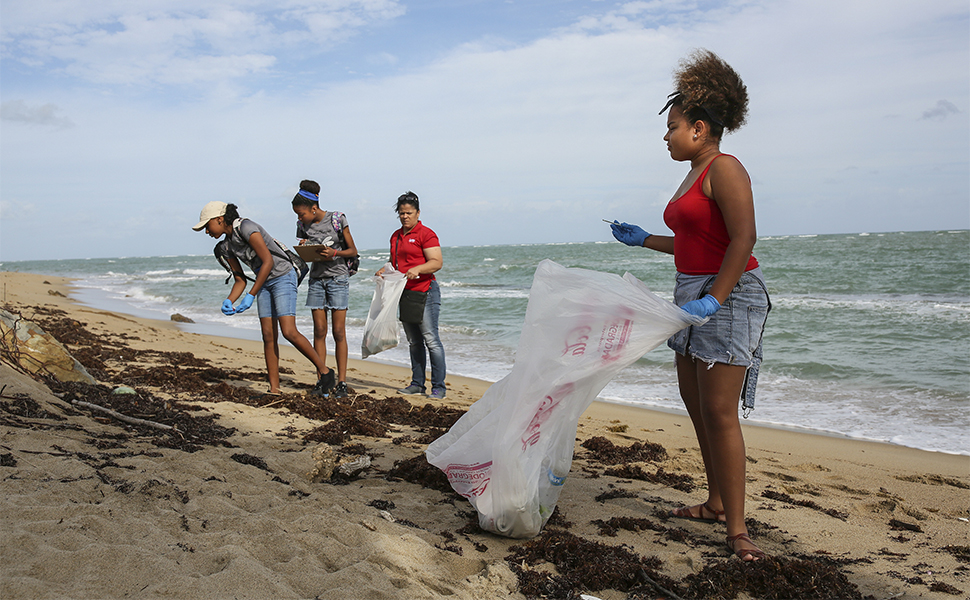 Meet the Young People Changing Their Puerto Rico Town, One Mosquito Net at a Time